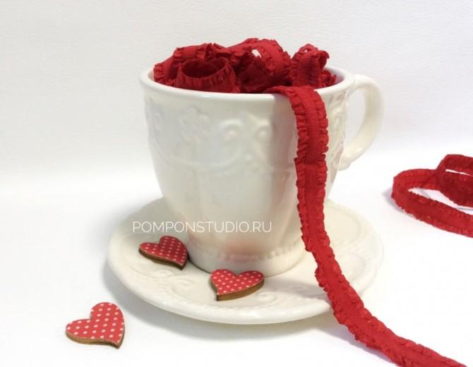 Резинка декоративная с рюшами (красная)