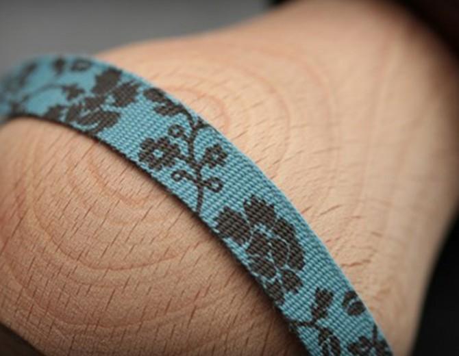 Лента декоративная Голубая с коричневым принтом 1 см