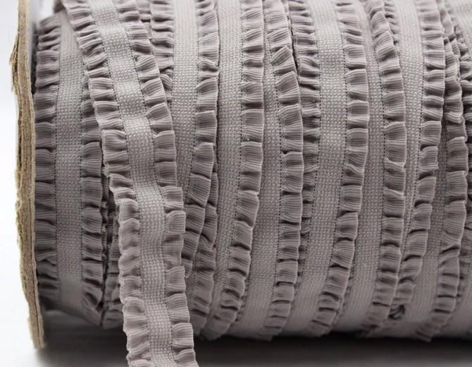 Резинка декоративная с рюшами (серая)