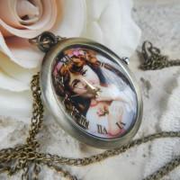 Винтажный медальон с часами