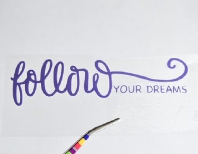 Надпись из термотрансферной пленки FOLLOW YOUR DREAMS