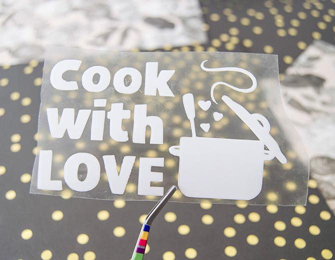 Надпись из термотрансферной пленки COOK WITH LOVE